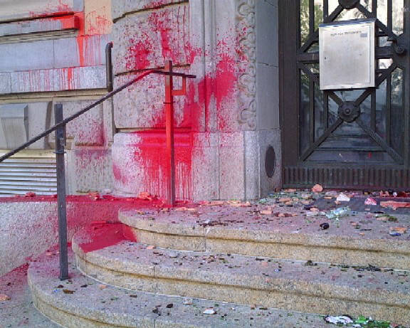 rote farbe am eingang stauffacherstrasse des bezirksgerichts zürich bgz. Red paint smeared over entrace of Zurich District Court Building in Zurich Switzerland. Also on the premises is the Zurich Municipal Jail and the District Attorney's Office.