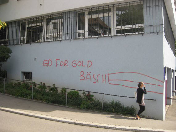 PETER HANS KNEUBÜHL GRAFFITI IN ZÜRICH. GO FOR GOLD, BÄSCHE